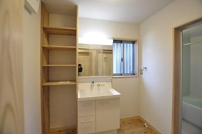 木のぬくもりを残した洗面脱衣所・浴室施工事例
